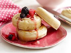 American-Style Pancakes With Vanilla Berry Compote